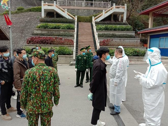 Công an Hà Nội trao trả gần 70 công dân Trung Quốc vi phạm nhập cảnh trái phép ảnh 3