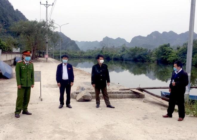 """Tăng cường các chốt kiểm soát ngăn du khách đi lễ hội chùa Hương """"chui"""" ảnh 1"""