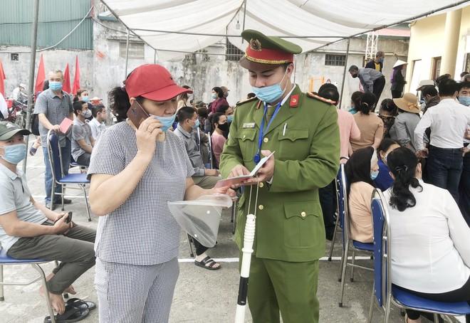 Tuổi trẻ đồng hành cùng chiến dịch cấp Căn cước công dân mới lưu động ảnh 3