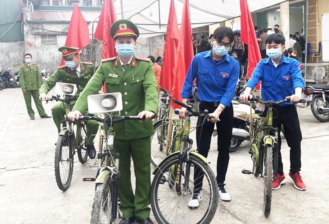 Tuổi trẻ đồng hành cùng chiến dịch cấp Căn cước công dân mới lưu động ảnh 1