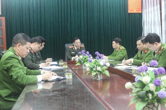 Giám đốc Công an Hà Nội kiểm tra, động viên Công an cơ sở đang ngày đêm cấp Căn cước công dân ảnh 1