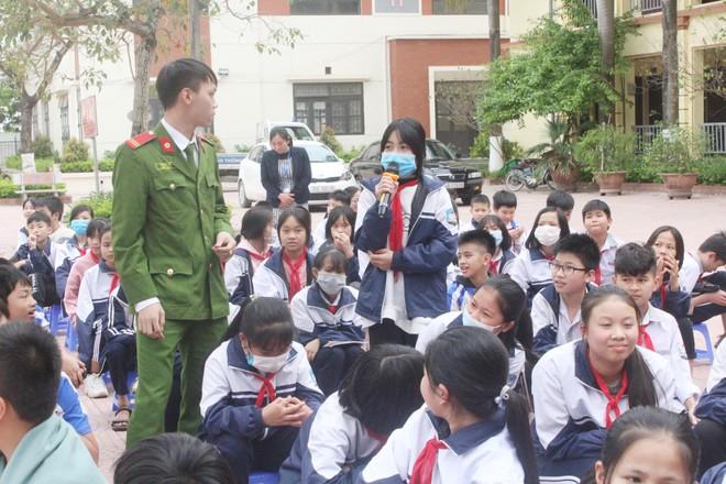 Nâng cao nhận thức, giáo dục cho trẻ em về an toàn giao thông ảnh 2