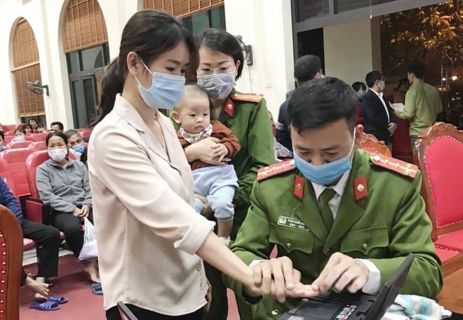 Lặng thầm những hy sinh vì nhiệm vụ cấp Căn cước công dân gắn chip ảnh 1