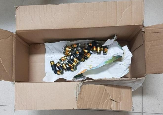 Chặn phi vụ mua bán, tàng trữ 130 lọ mật gấu tươi nguyên chất ảnh 2
