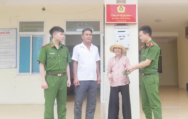 Niềm vui bất ngờ của cụ bà 77 tuổi khi đi làm căn cước công dân ảnh 1