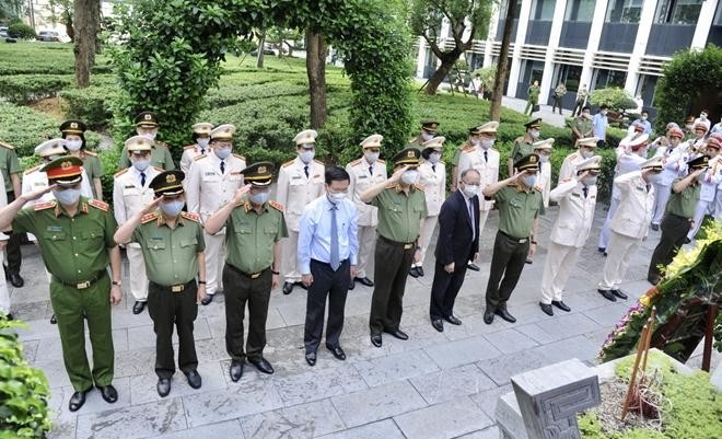Đảng ủy Công an Trung ương dâng hương tưởng nhớ công lao Chủ tịch Hồ Chí Minh vĩ đại ảnh 2