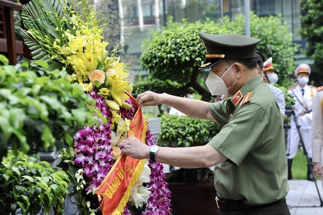 Đảng ủy Công an Trung ương dâng hương tưởng nhớ công lao Chủ tịch Hồ Chí Minh vĩ đại ảnh 3