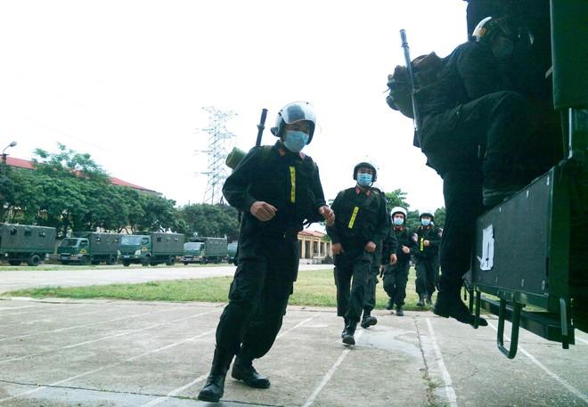 Gần 300 Cảnh sát cơ động lên đường hỗ trợ tỉnh Bắc Giang phòng, chống Covid-19 ảnh 7