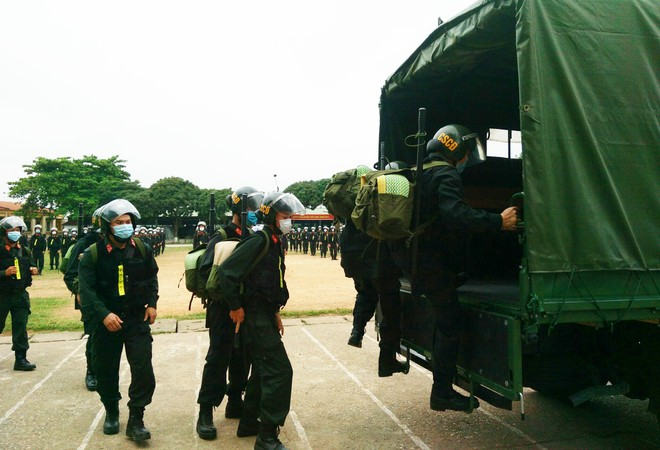Gần 300 Cảnh sát cơ động lên đường hỗ trợ tỉnh Bắc Giang phòng, chống Covid-19 ảnh 8
