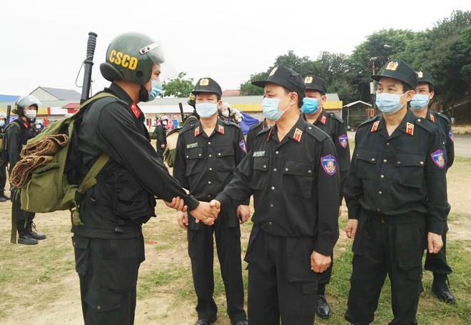 Gần 300 Cảnh sát cơ động lên đường hỗ trợ tỉnh Bắc Giang phòng, chống Covid-19 ảnh 1