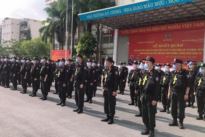 Cảnh sát cơ động và sinh viên Học viện Cảnh sát tiếp tục chi viện Bắc Ninh ảnh 4