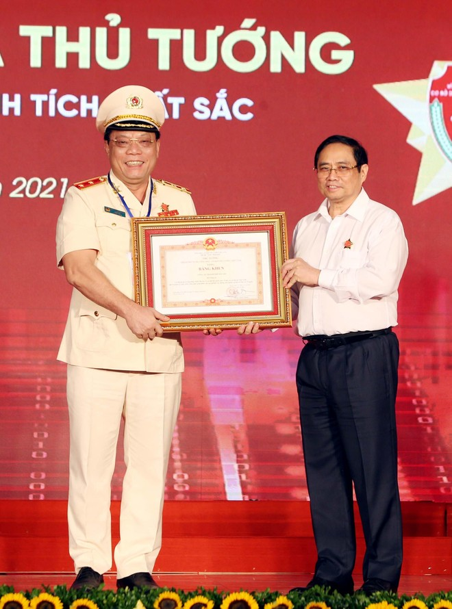 Công an Hà Nội vinh dự nhận Bằng khen của Thủ tướng Chính phủ cho 2 Dự án về dữ liệu dân cư và căn cước công dân ảnh 1