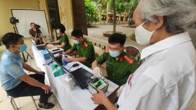 Công an Hà Nội vinh dự nhận Bằng khen của Thủ tướng Chính phủ cho 2 Dự án về dữ liệu dân cư và căn cước công dân ảnh 2