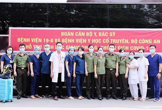 Thêm 120 y, bác sĩ CAND chi viện cho Bệnh viện dã chiến số 2 Bắc Giang ảnh 2