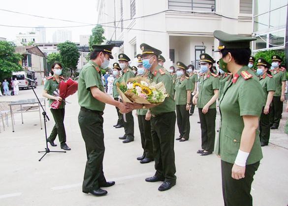 Thêm 120 y, bác sĩ CAND chi viện cho Bệnh viện dã chiến số 2 Bắc Giang ảnh 1