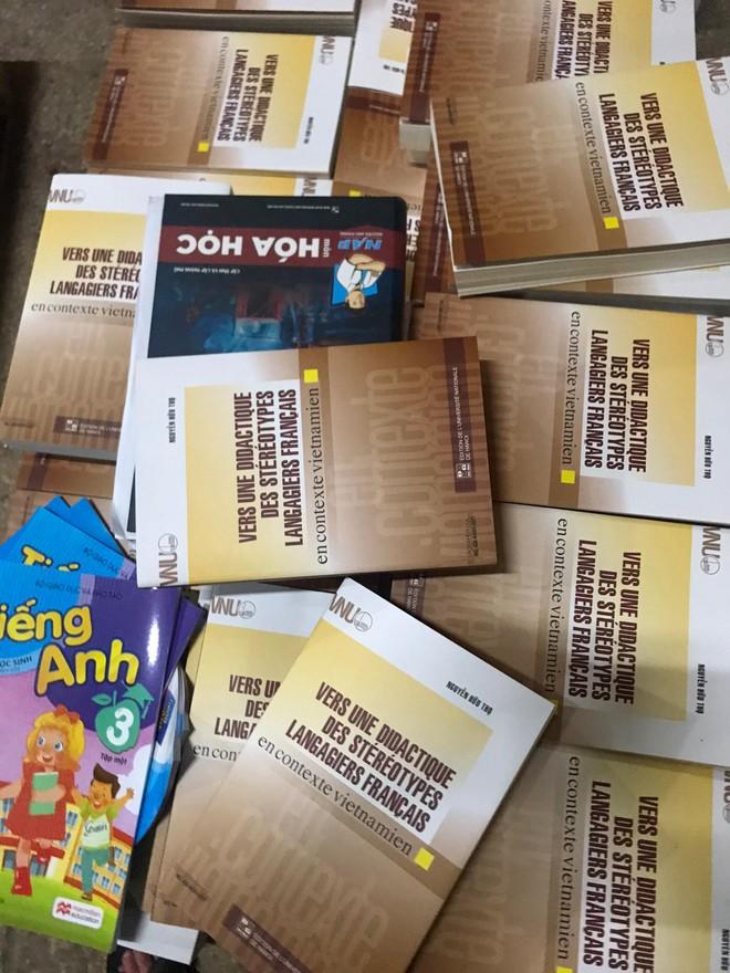 Phát hiện số lượng lớn sách xuất bản phẩm, bán thành phẩm nghi in lậu ảnh 3