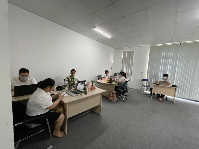 [Clip] Công ty bán lẻ dụng cụ thể thao vẫn bố trí 24 nhân viên làm việc trong ngày giãn cách ảnh 2