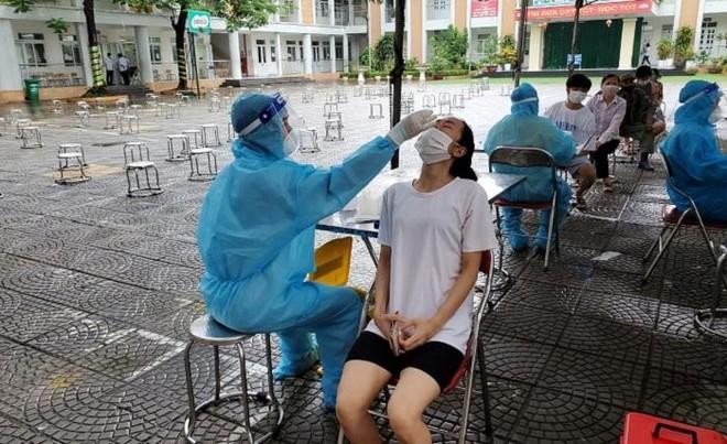Quận Nam Từ Liêm hoàn thành tiêm vaccine cho 95% người dân trên địa bàn ảnh 2