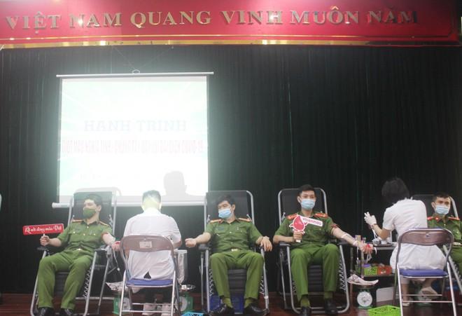 Sẻ chia giọt máu, tạo nên sức mạnh giúp cộng đồng vượt qua đại dịch ảnh 1