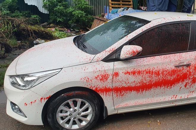 Xác minh làm rõ việc hàng loạt ô tô bị tạt sơn ảnh 2