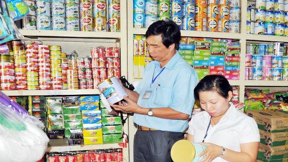Thủ tướng yêu cầu báo cáo việc giá sữa tăng cao ảnh 1