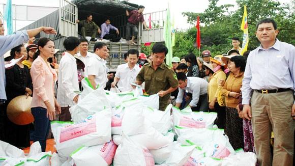 VietinBank ủng hộ đồng bào lũ lụt 4.000 tấn gạo ảnh 1