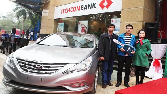 Techcombank tặng xe ô tô cho khách hàng may mắn ảnh 1