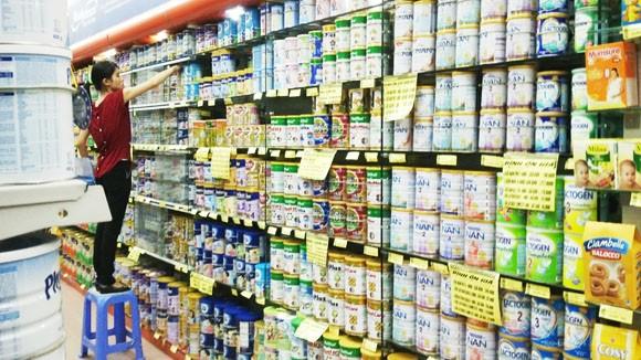 Thay tên đổi họ, 30 sản phẩm sữa vẫn bị áp giá trần ảnh 1