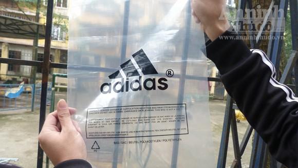 Phát hiện cơ sở có dấu hiệu làm nhái quần áo thể thao ảnh 6