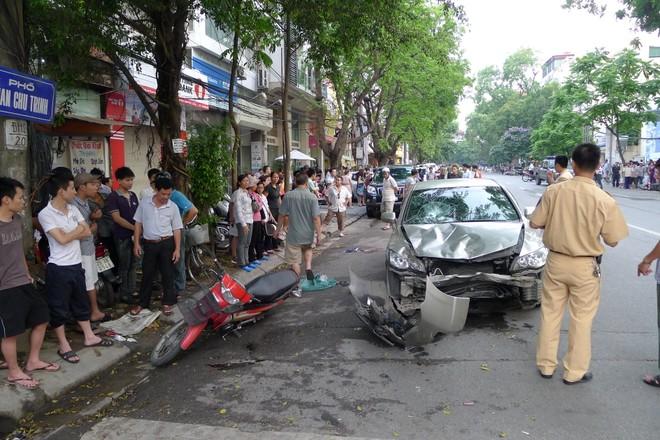 """""""Xe điên"""" gây tai nạn giữa Hà Nội, 6 người thương vong ảnh 1"""