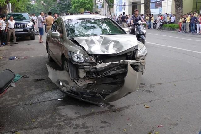 """""""Xe điên"""" gây tai nạn giữa Hà Nội, 6 người thương vong ảnh 2"""