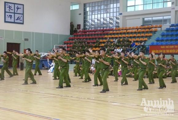 Cụm thi đua số 5 – CATP Hà Nội: Sôi nổi Hội thao thanh niên năm 2012 ảnh 1