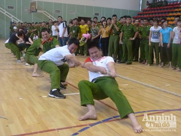 Cụm thi đua số 5 – CATP Hà Nội: Sôi nổi Hội thao thanh niên năm 2012 ảnh 3