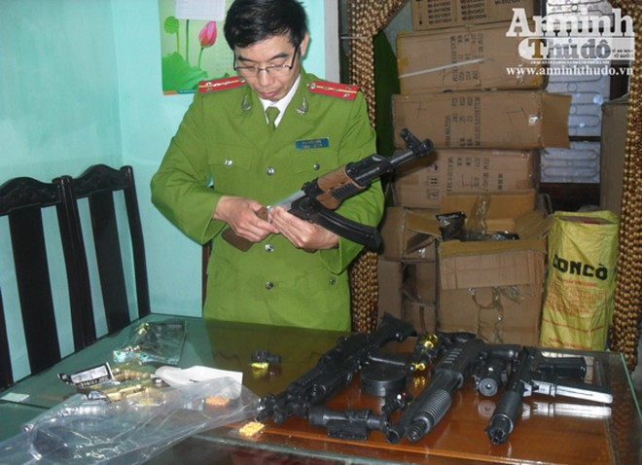 Thu giữ hơn 1.500 khẩu súng đồ chơi giống y thật ảnh 4