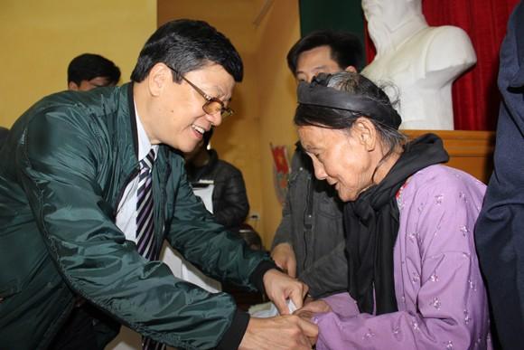 Lãnh đạo CATP chúc tết bà con giáo xứ Đồng Chiêm ảnh 1