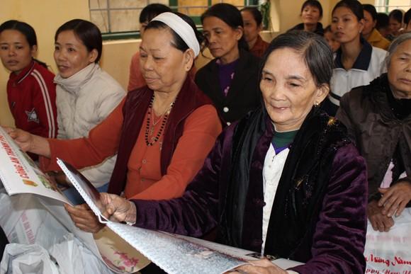 Lãnh đạo CATP chúc tết bà con giáo xứ Đồng Chiêm ảnh 8