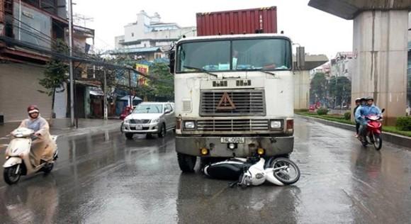 Lái xe container đâm thẳng mô-tô cảnh sát, kéo rê 200m ảnh 1