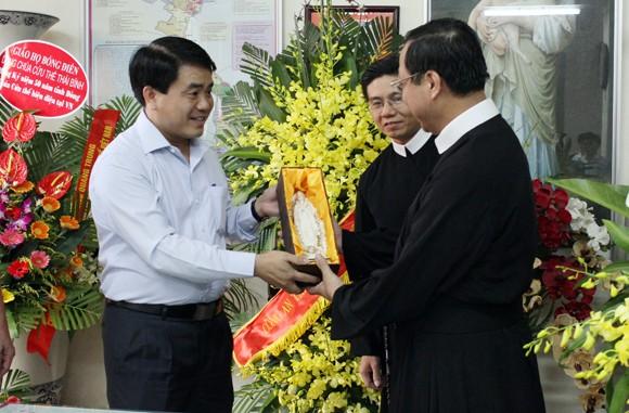 Giám đốc CATP chúc mừng Dòng chúa Cứu thế Thái Hà