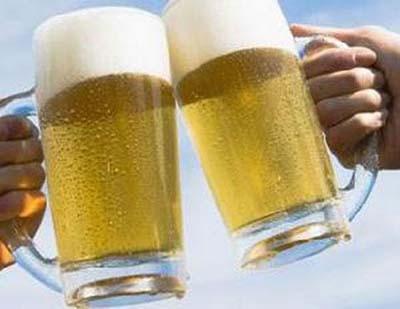 Vỡ bàng quang vì... đấu bia