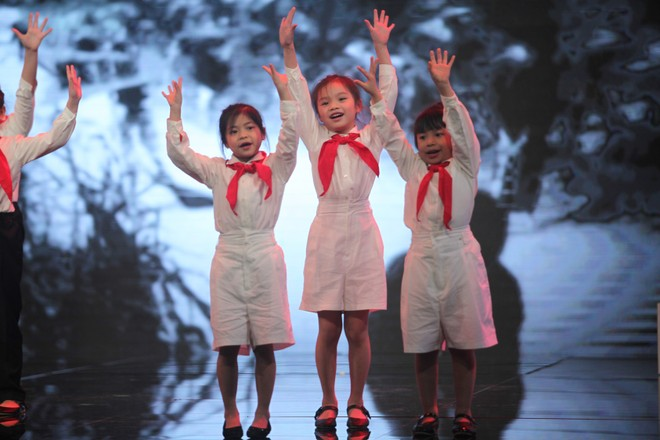 Nghệ sĩ tranh luận về dạy trẻ lòng yêu nước ảnh 7