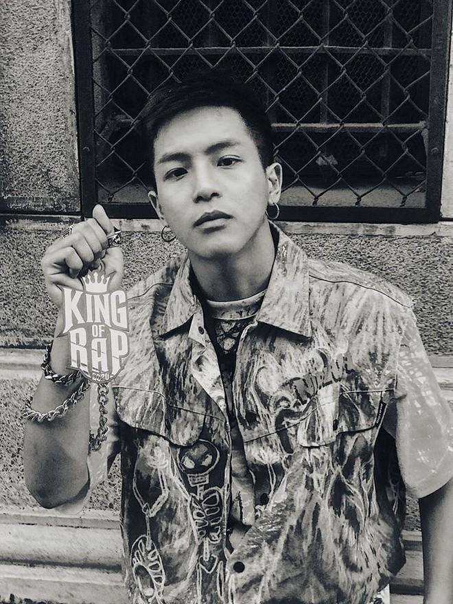"""Điều ít biết về Rapper Weeza - người mang nón lá lên sân khấu """"King of Rap 2020"""" ảnh 2"""