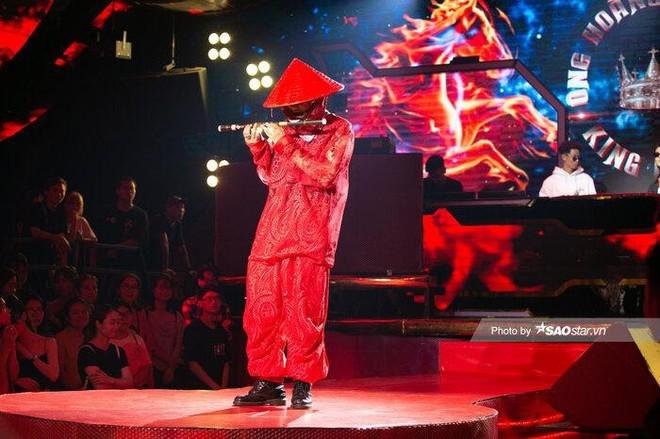 """Điều ít biết về Rapper Weeza - người mang nón lá lên sân khấu """"King of Rap 2020"""" ảnh 4"""