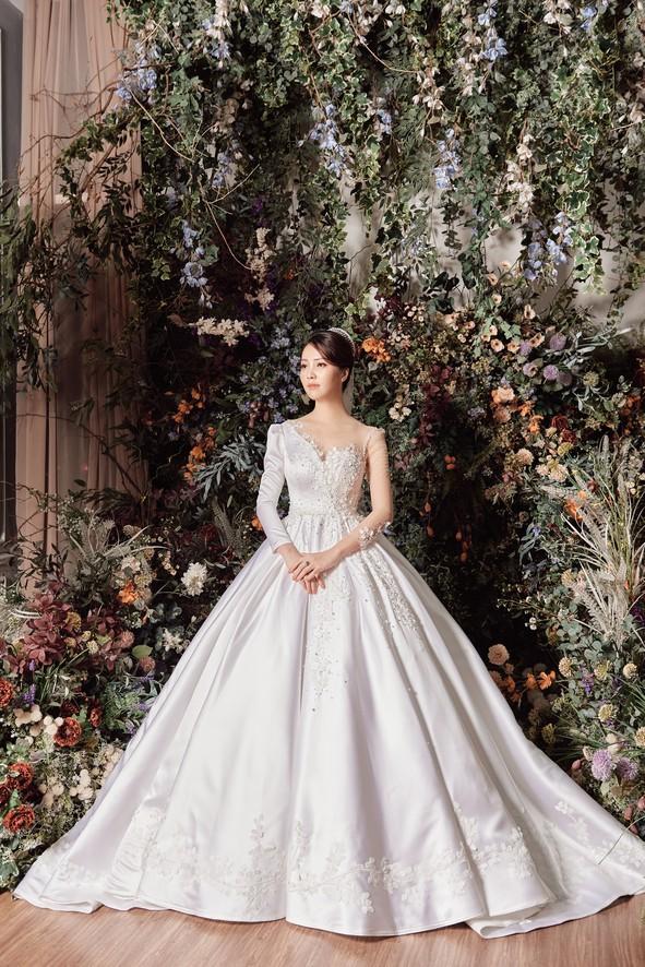 10 năm sau khi kết hôn, Á hậu Thụy Vân lại mặc váy cô dâu ảnh 9