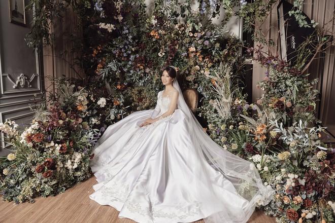 10 năm sau khi kết hôn, Á hậu Thụy Vân lại mặc váy cô dâu ảnh 10