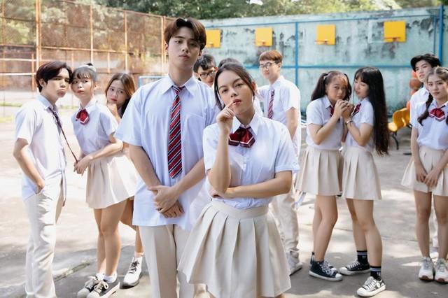 """Phạm Quỳnh Anh """"lột xác"""" trong MV làm về tình yêu học đường ảnh 2"""