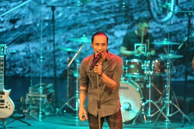 Phạm Anh Khoa là giọng hát chính thay Trần Lập trong ban nhạc Bức Tường ảnh 3