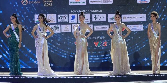 """Top 5 """"Hoa khôi Du lịch Việt Nam 2020"""" trả lời thế nào tại phần thi ứng xử ảnh 1"""