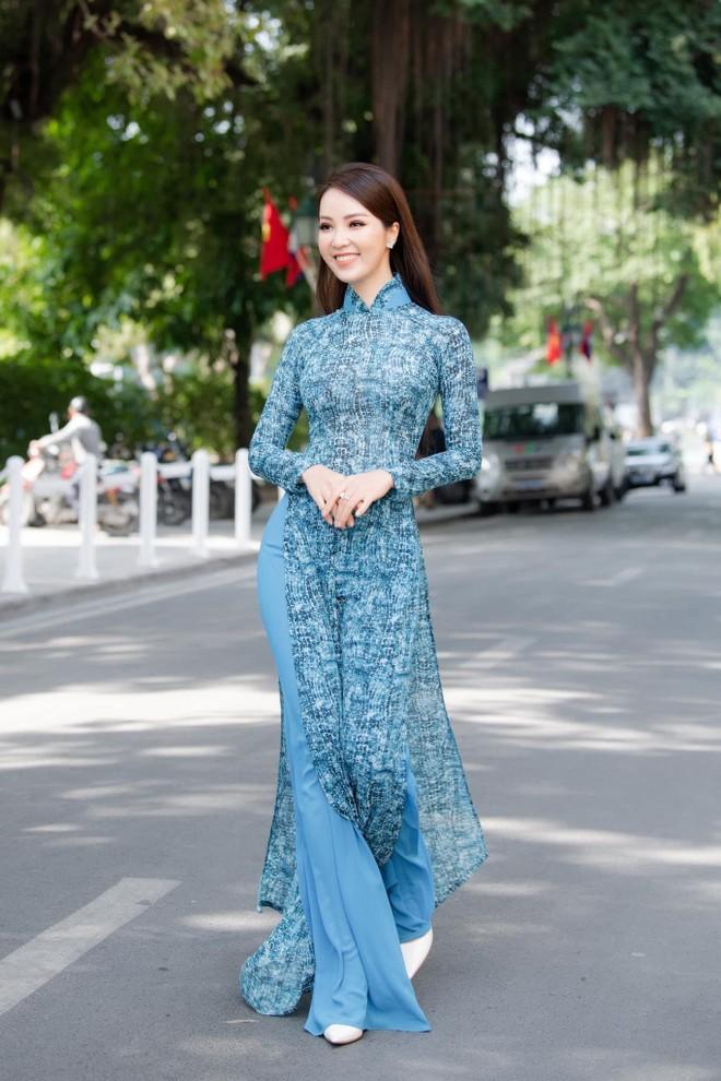 Vũ Thu Trang thiết kế 100 chiếc áo dài cho Á hậu Thụy Vân ảnh 3