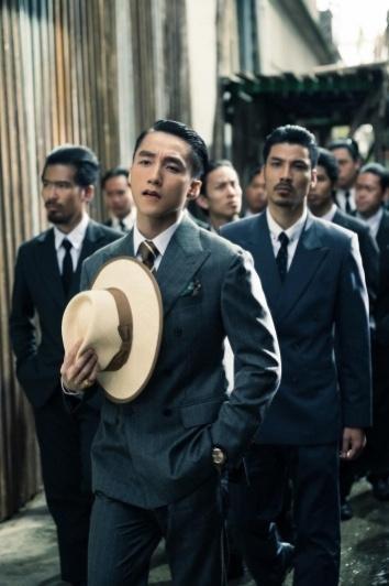 """MV mới của """"Sơn Tùng"""" chưa thuyết phục vì nhiều tình tiết khó hiểu ảnh 2"""