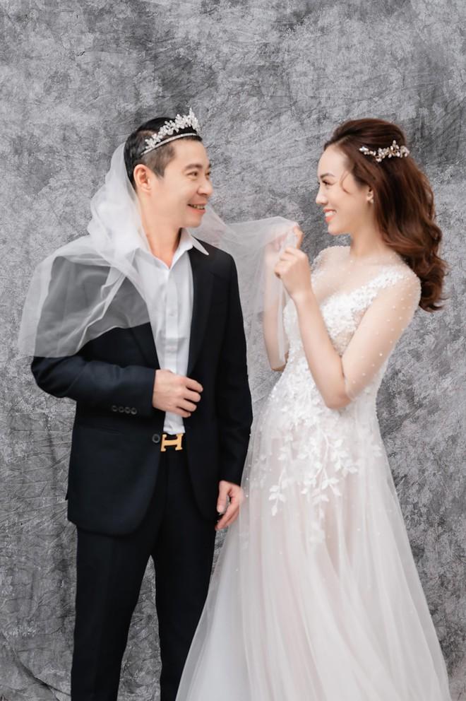NSND Công Lý khoe khoảnh khắc hạnh phúc bên vợ sắp cưới ảnh 11